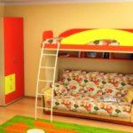 кровать-чердак с бортиком и защитой