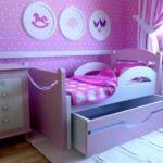 кровать с ящиком и бортиками фото