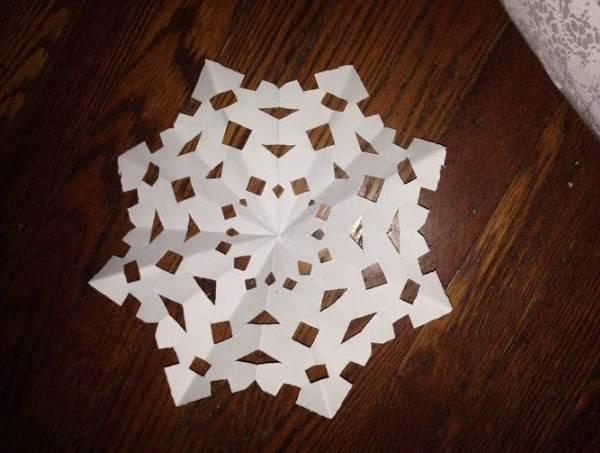 Красивые снежинки из бумаги фото 22