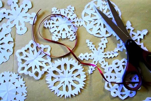 Красивые снежинки из бумаги фото